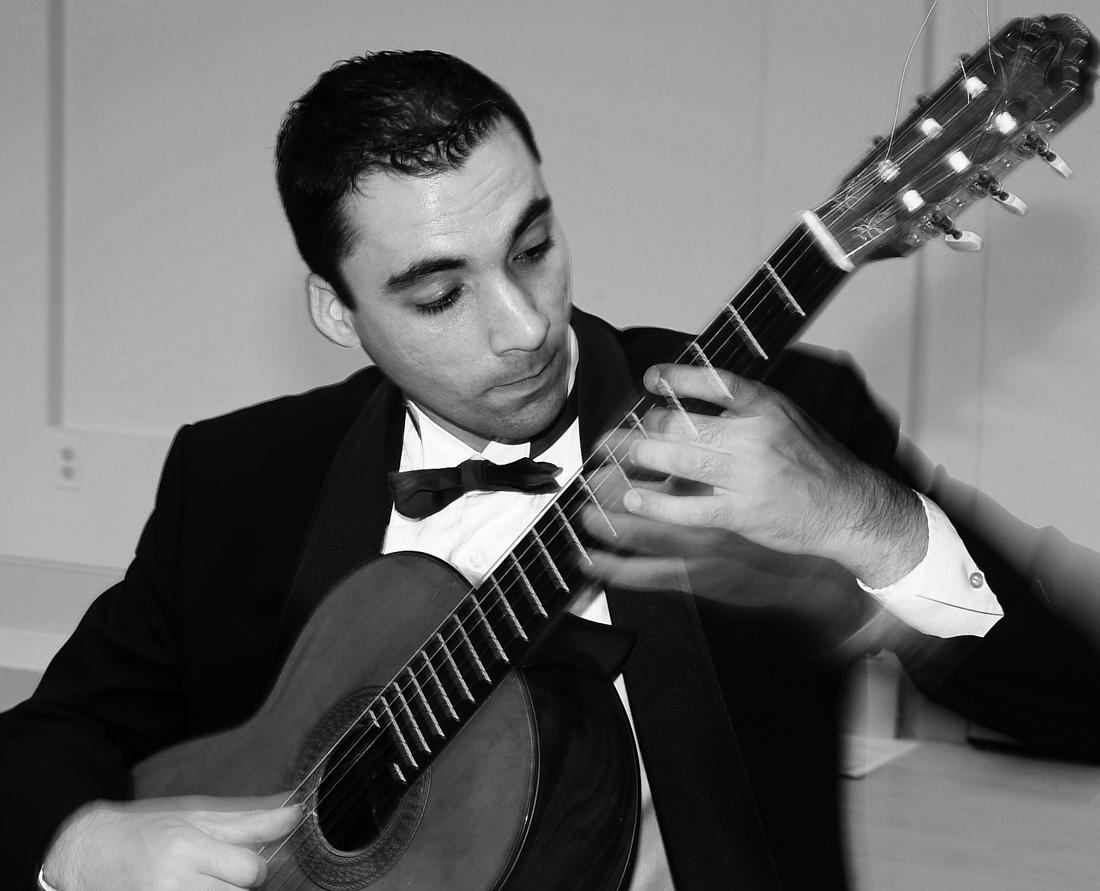 Guitarist brings classical string venue to campus performance