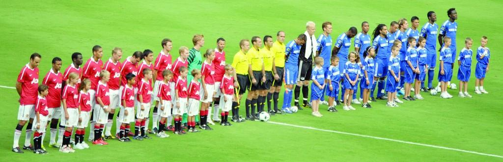 Kansas City and Manchester United listen to each other's national anthem. Both anthems were sung by professional singers for the match.