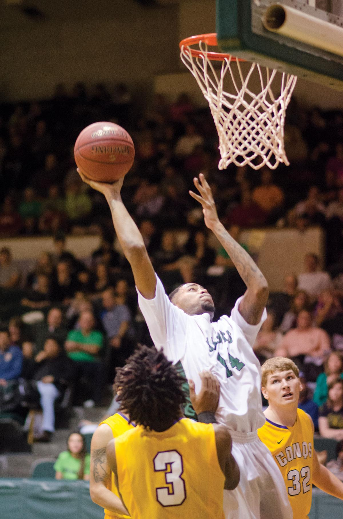 Crusader photo/ JakubStepanovic Quentin Purtue aims for two points in a basket in Seward's game against the Dodge City Conquistadors.