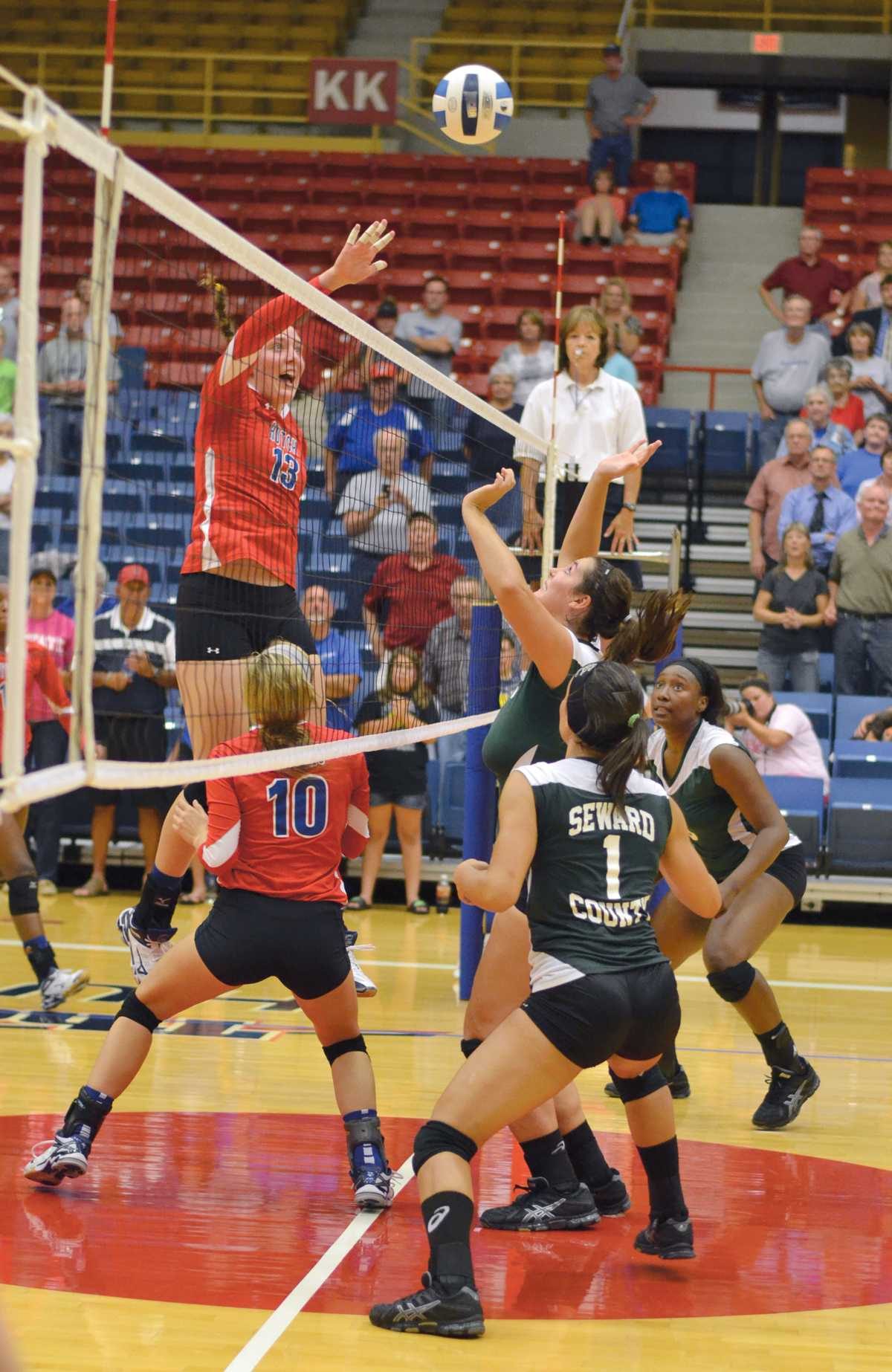 Crusader photo/Maria Lara The Lady Saints try to block a kill from the Hutchinson Blue Dragons. Seward only recorded four blocks for the game and was swept 3-1 by the Blue Dragons.
