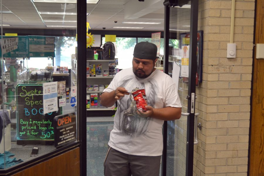 Thomas Covert could not wait to eat his walking taco. The bookstore planned to give away 300 walking tacos