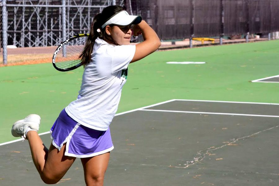 Practicing+before+nationals%2C+Thalita+Rodrigues+works+on+her+forehand.+She+will+participate+in+the+NJCAA+national+tournament+with+her+doubles%27+partner%2C+Steffany+Bermudez.