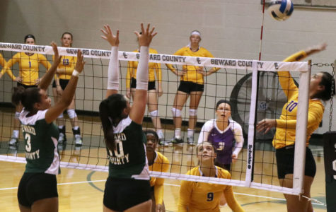 Mariana Nascimento and Giovanna Tapigliana attempt to block a shot from a Conq outside hitter.