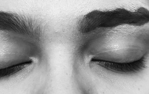 Alondra Trevizo tries out the squiggly eyebrow trend. Squiggly eyebrows are one of the latest makeup trends happening in the beauty world.