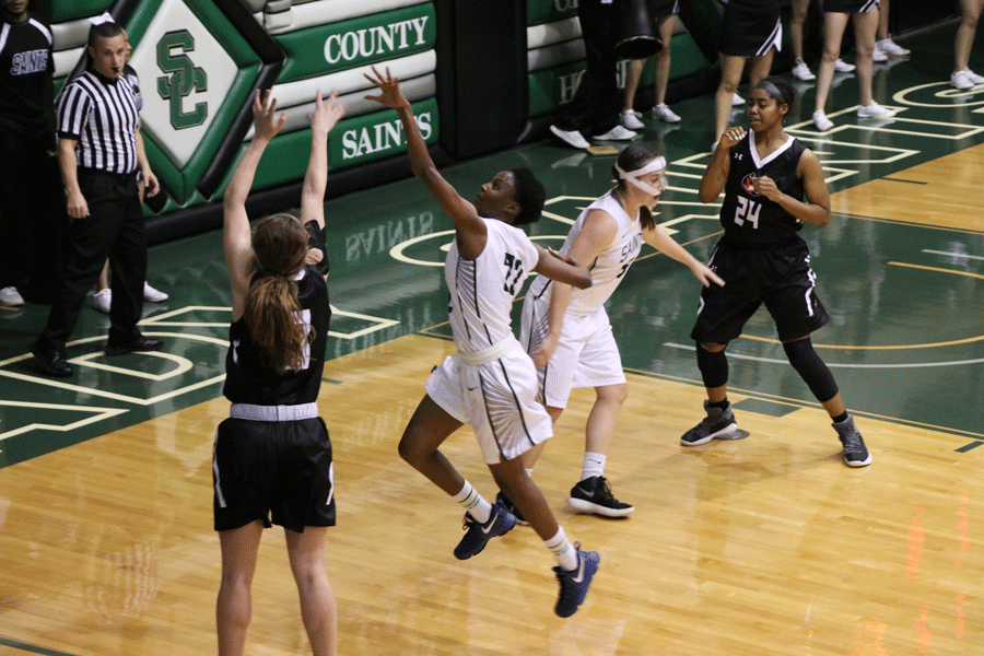 Freshman Silvia Veloso attempts to block opponents three-pointer on the second half.