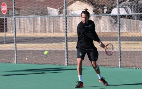 Men's Tennis smashes Hornets