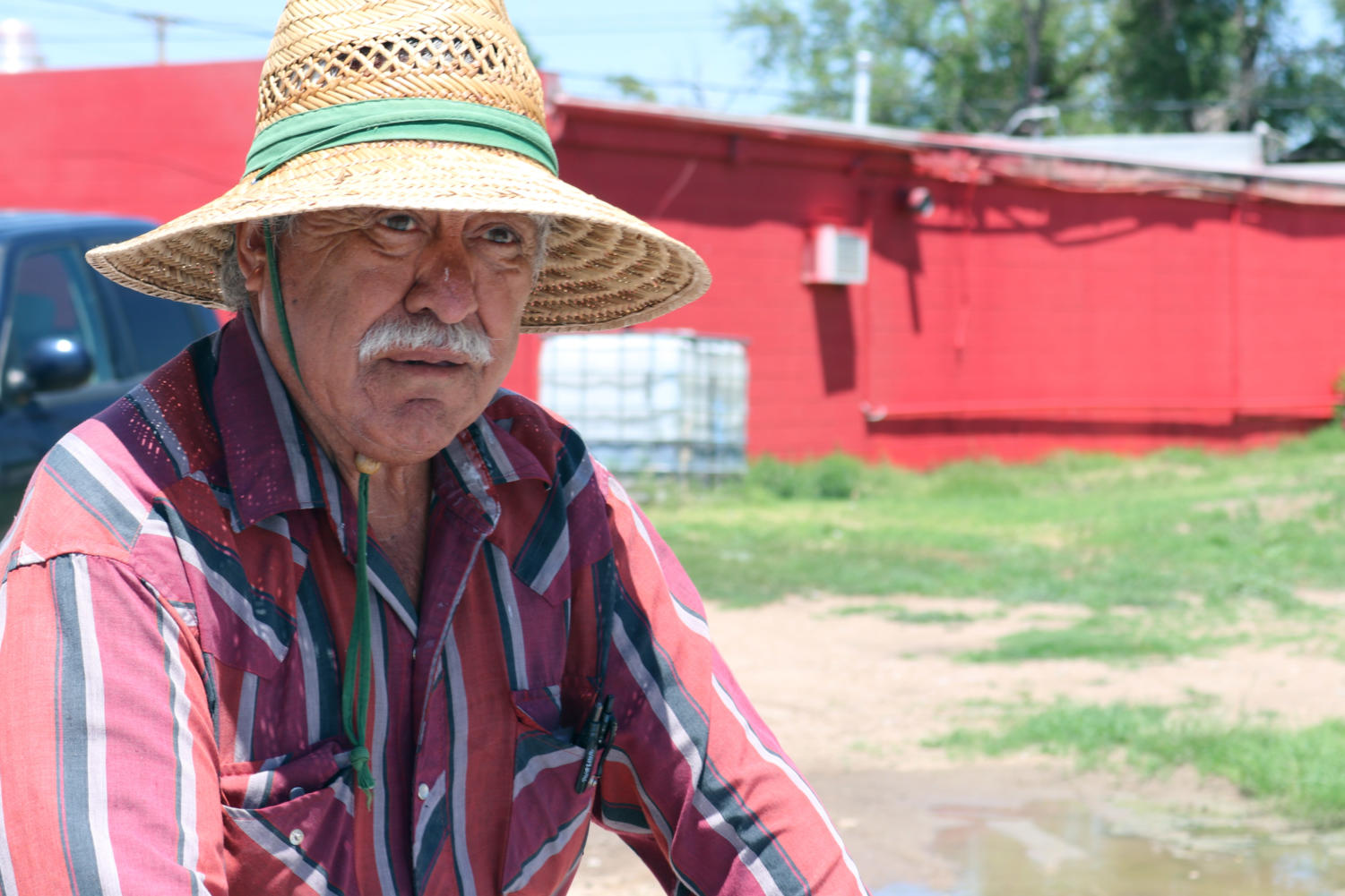 Francisco Solis spends the whole day in the heat, with only an occasional break, consisting of leaning up against the cart in the shade. Each paletero spends the whole work day on their feet.