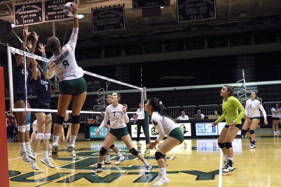 The+Lady+Saints+defeated+Colby+Community+College+in+three+sets+on+Monday%2C+Sept.+24.+SCCC+has+now+won+their+16+straight+game+in+a+row.