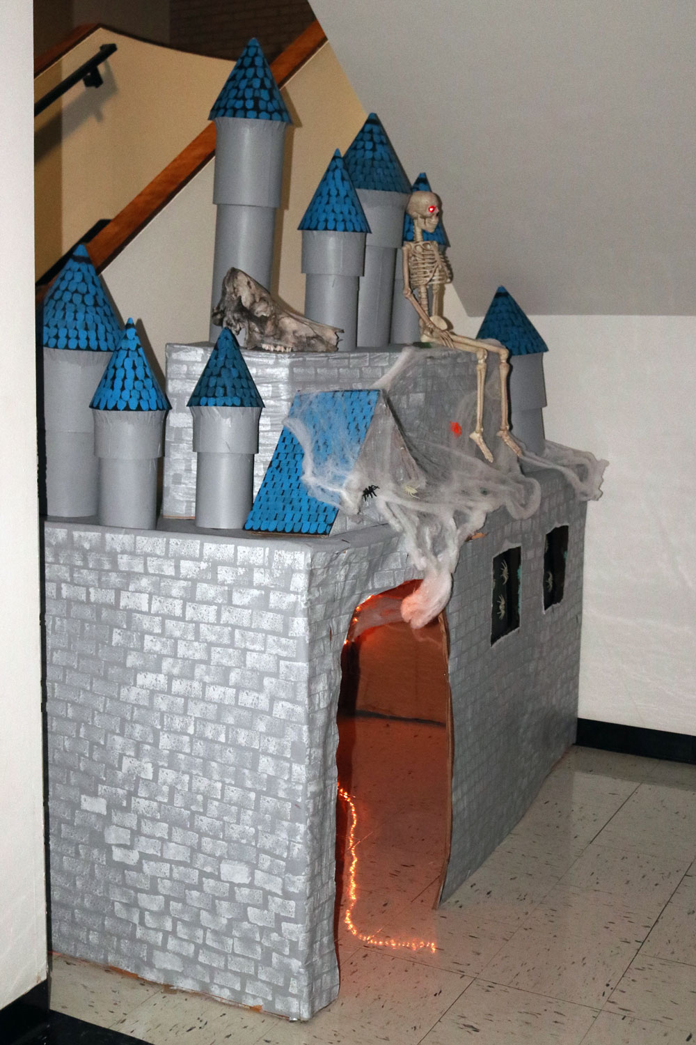 SCCC%E2%80%99s+Kylyx+club+showcases+an+amazing+castle+for+trick-or-treaters+to+run+in+and+out+of.+While+crawling+through+the+castle%2C+kids+were+frightened+by+screams.