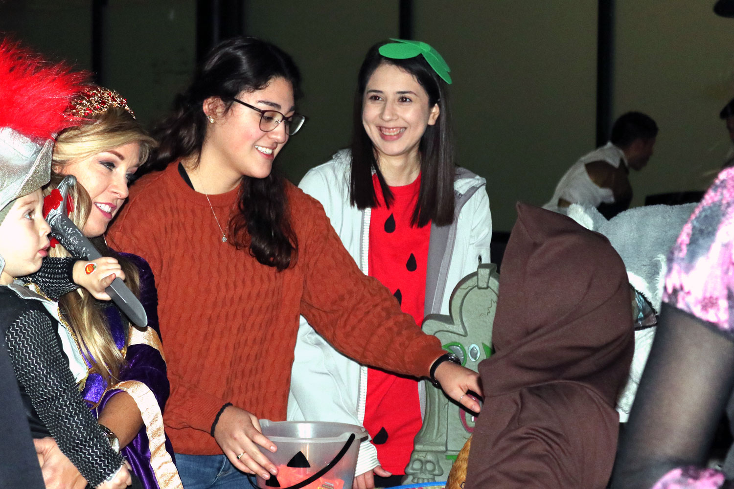 Clubs+like+the+Hispanic+American++Leadership+Organization+came+out+and+provided+trick-or-treaters+with+candy+and+games%21+It+is+a+tradition+for+HALO+to+participate+in+the+event.