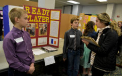 Young scientists exhibit experiments on campus