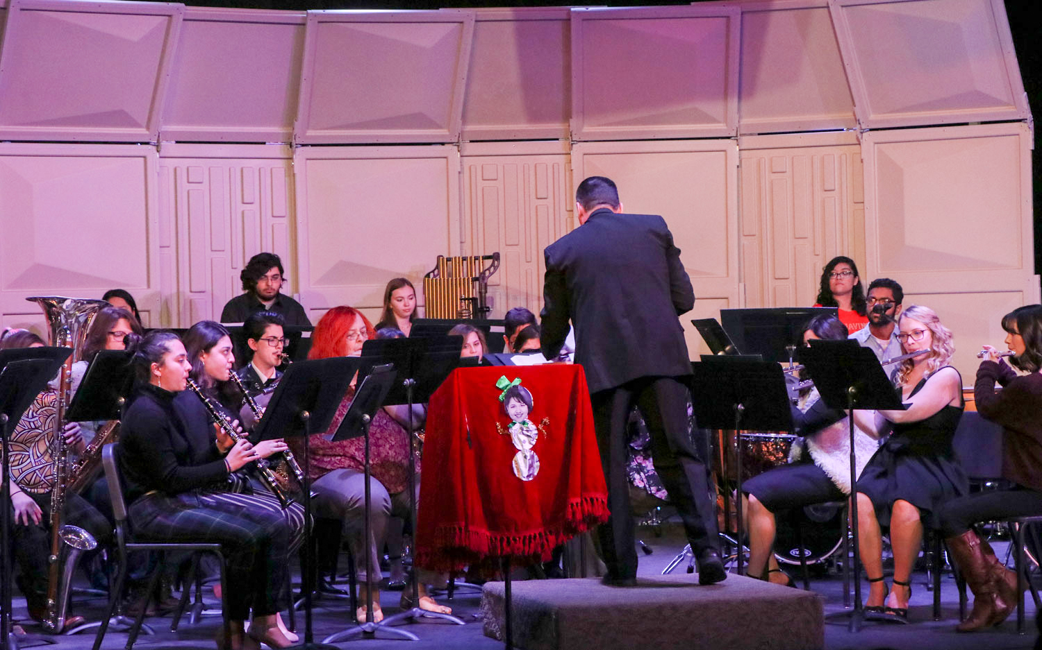 On Dec. 6, the concert band and concert choir put on a show for the community and students to attend in the SCCC showcase theater. The show included Christmas songs which were works in progress from the beginning of the semester.