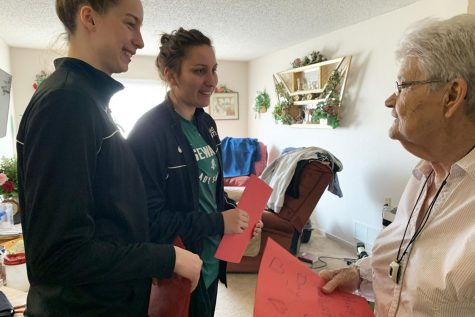 SCCC students spread love to nursing residents