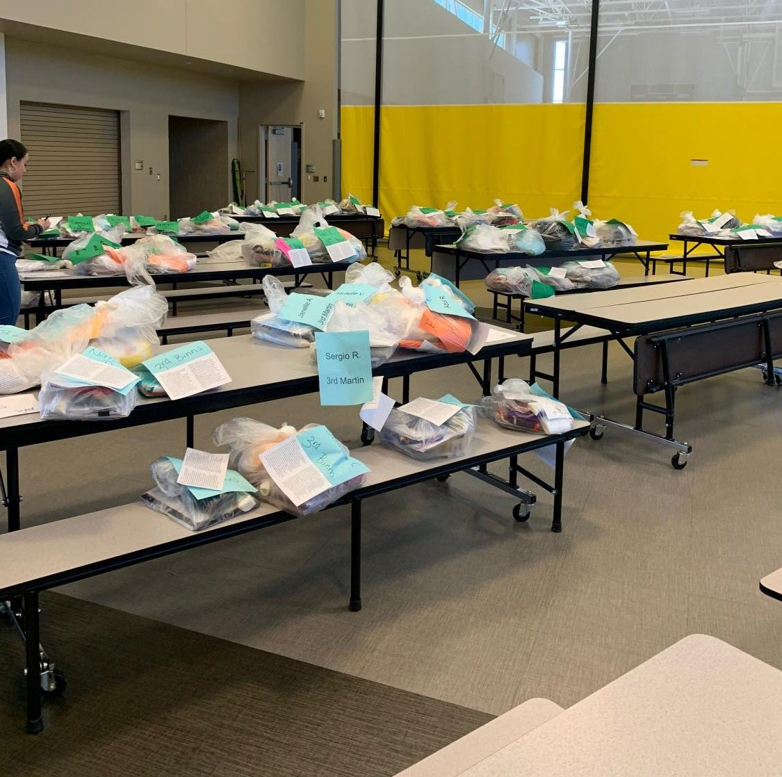 Prairie+View+Elementary+school+has+had+numerous+pickups+for+the+students+to+get+their+belongings+and+paperwork%2Ftechnology+needed+to+be+successful+at+home.+The+items+were+placed+in+clear+sacks+with+color+coordinated++name+tags+for+the+different+grades.