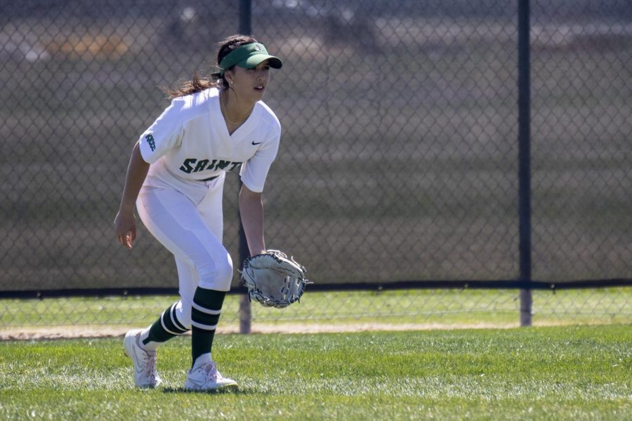 Softball splits games with Independence